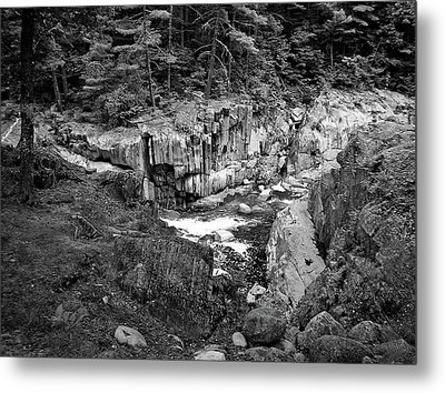 Coos Canyon 1553 Metal Print by Guy Whiteley
