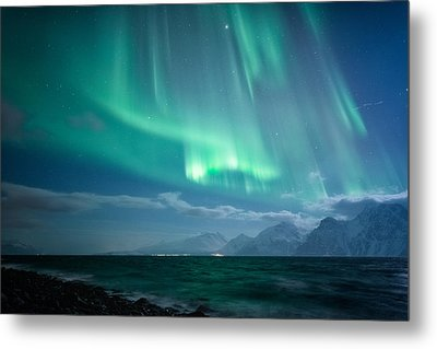 Crashing Waves Metal Print by Tor-Ivar Naess