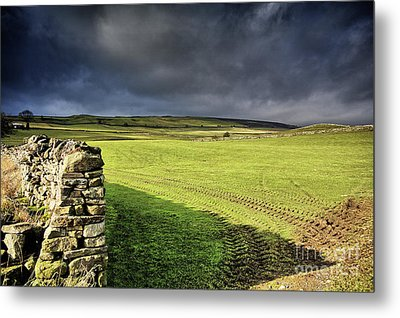 Dales Storm Clouds Metal Print by Stephen Smith