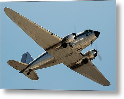 Douglas Dc-3 Rose At Hawthorne Metal Print by Brian Lockett