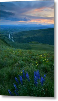 Dusk Over The Yakima Valley Metal Print by Mike  Dawson