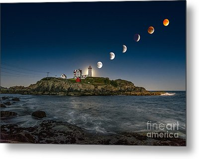 Eclipsing The Nubble Metal Print by Scott Thorp