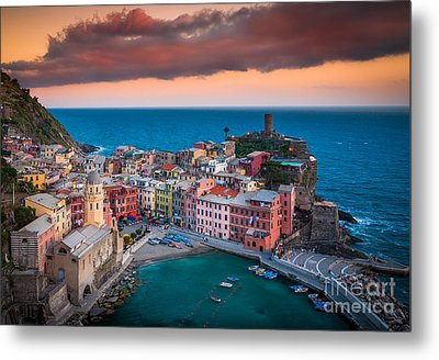 Evening Rolls Into Vernazza Metal Print by Inge Johnsson