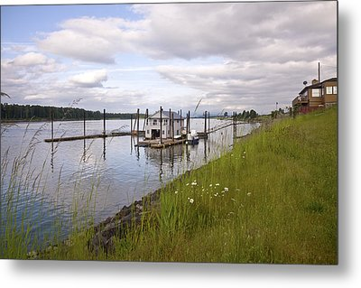 Floating House On The Columbia River Oregon. Metal Print by Gino Rigucci