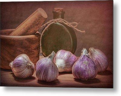 Garlic Bulbs Metal Print by Tom Mc Nemar