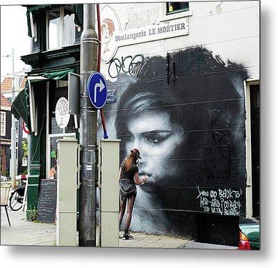 Graffiti Art Tribute To Amy Winehouse - Amsterdam Metal Print by Rona Black