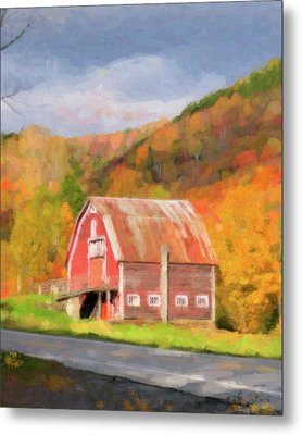 Green Mountains Barn Metal Print by Betty LaRue