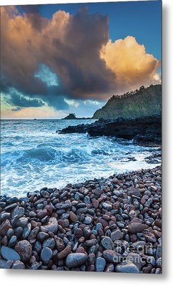 Hana Bay Pebble Beach Metal Print by Inge Johnsson