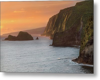 Hawaii Sunrise At The Pololu Valley Lookout 2 Metal Print by Larry Marshall