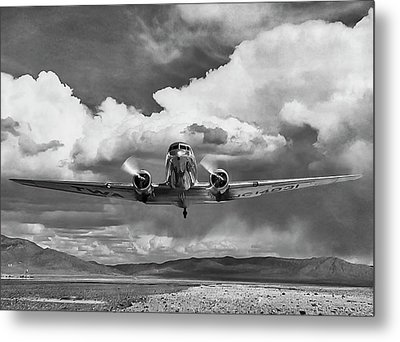 High Desert Dc-3 Metal Print by Peter Chilelli