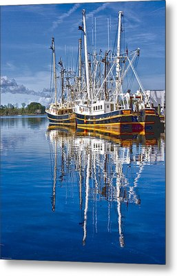 In Port Metal Print by Ches Black