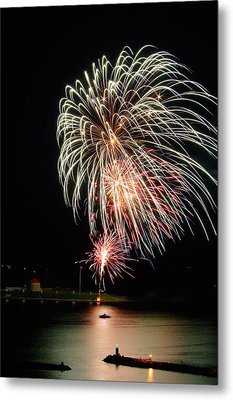 July 01 2015 Canada Day Fireworks Metal Print by Paul Wash