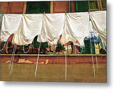 Laundry Day The Italian Way Metal Print by Lynn Andrews