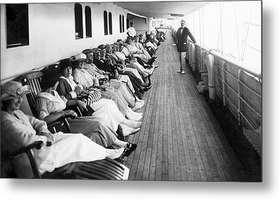 Line Of Ship Passengers Metal Print by Underwood Archives