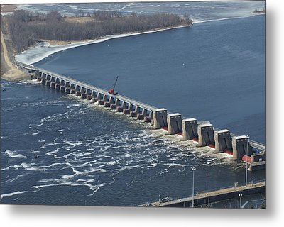 Lock And Dam 4 Metal Print by Ron Read