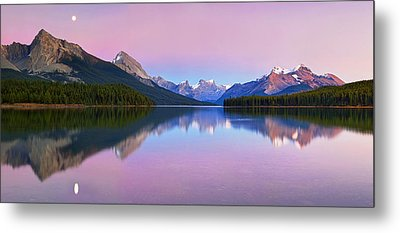 Maligne Lake Metal Print by Yan Zhang