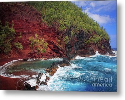 Maui Red Sand Beach Metal Print by Inge Johnsson
