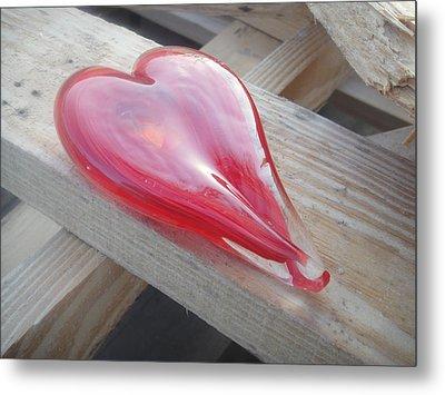 My Hearts On A Pile Of Wood Metal Print by WaLdEmAr BoRrErO