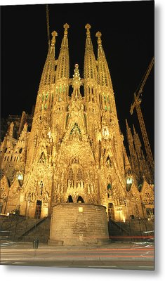 Night View Of Antoni Gaudis La Sagrada Metal Print by Richard Nowitz