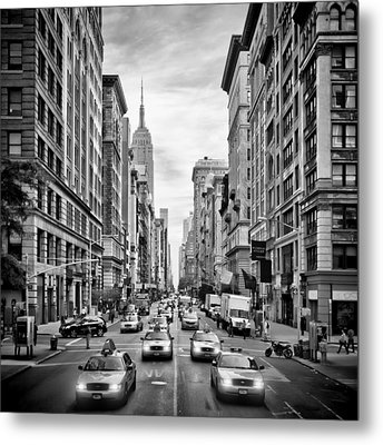 Nyc 5th Avenue Monochrome Metal Print by Melanie Viola