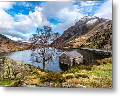Ogwen Lake Metal Print by Adrian Evans