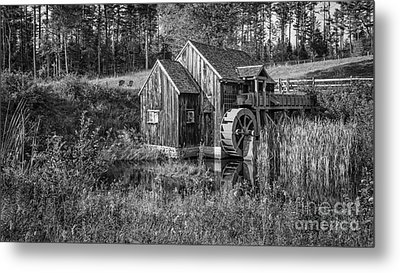 Old Grist Mill In Vermont Black And White Metal Print by Edward Fielding