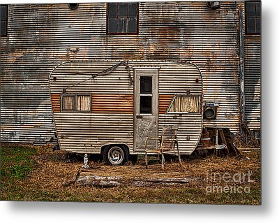 Old Vintage Rv Camper In The Mississippi Delta Metal Print by T Lowry Wilson