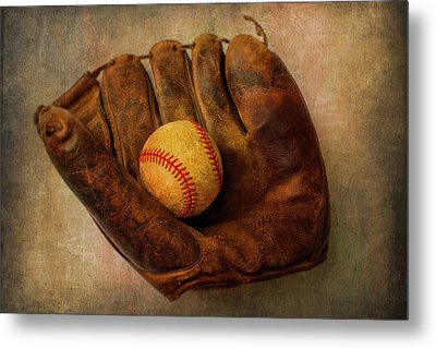 Old Worn Ball And Mitt Metal Print by Garry Gay