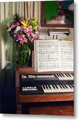 Organ And Bouquet Of Flowers Metal Print by Susan Savad