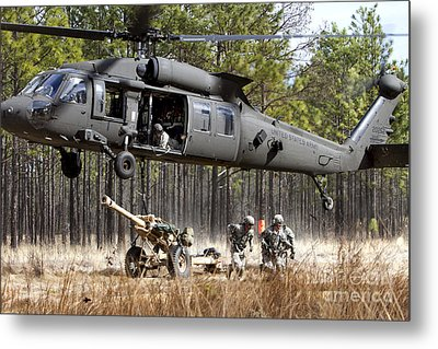 Paratroopers Connect A Howitzer Metal Print by Stocktrek Images