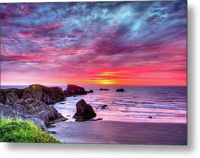 Pink Sunset Bandon Oregon Metal Print by Connie Cooper-Edwards