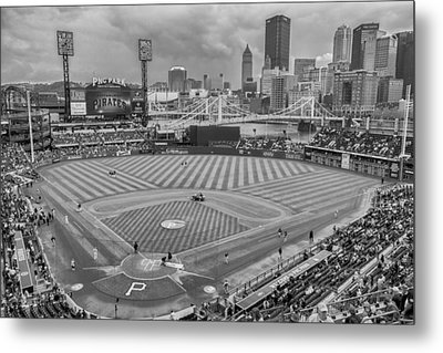 Pittsburgh Pirates 1a Bw Pnc Park Metal Print by David Haskett
