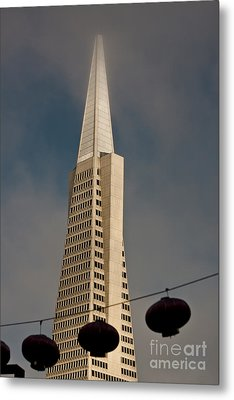 Pyramid Building San Francisco With Incoming Fog Metal Print by Mark Hendrickson