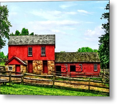 Red Barn With Fence Metal Print by Susan Savad