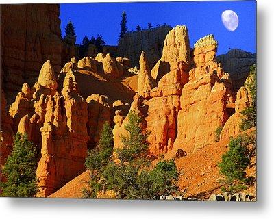 Red Rock Canoyon Moonrise Metal Print by Marty Koch