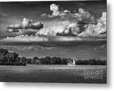 Storm A Coming-bw Metal Print by Marvin Spates