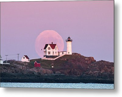 Supermoon Over Nubble Lighthouse Metal Print by Eric Gendron