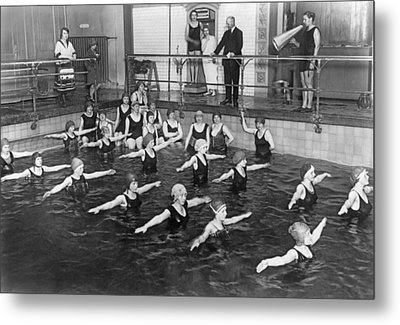 Swimming Lessons In Berlin Metal Print by Underwood Archives