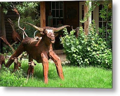 Texas Longhorn Sculpture Metal Print by Linda Phelps