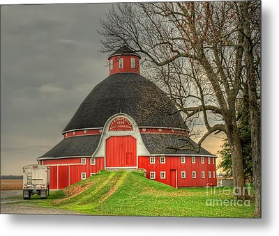 The Old Round Barn Of Ohio Metal Print by Pamela Baker