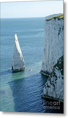 The Pinnacle Stack Of White Chalk On The Isle Of Purbeck Dorset England Uk Metal Print by Andy Smy