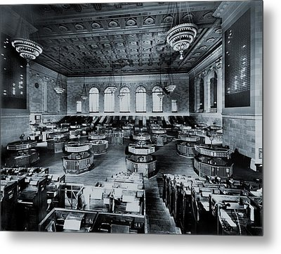 Trading Floor Of The Former New York Metal Print by Everett