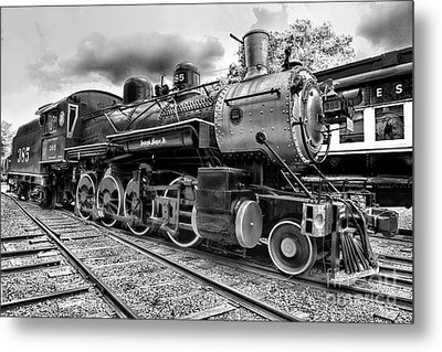 Train - Steam Engine Locomotive 385 In Black And White Metal Print by Paul Ward