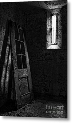 Unhinged Metal Print by Andrew Paranavitana