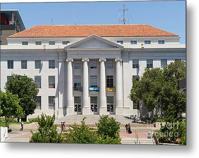 University Of California Berkeley Historic Sproul Hall At Sproul Plaza Dsc4088 Metal Print by Wingsdomain Art and Photography