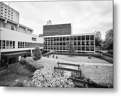 University Of Manchester Campus And Meeting Place England Uk Metal Print by Joe Fox