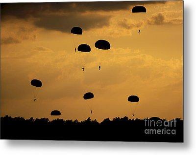 U.s. Army Soldiers Parachute Metal Print by Stocktrek Images