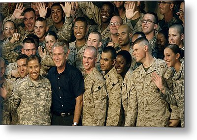 Us Soldiers Gather Around President Metal Print by Everett