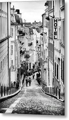 Vers Le Haut De La Rue Metal Print by John Rizzuto