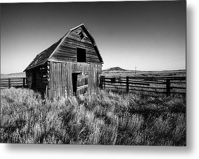 Weathered Barn Metal Print by Todd Klassy